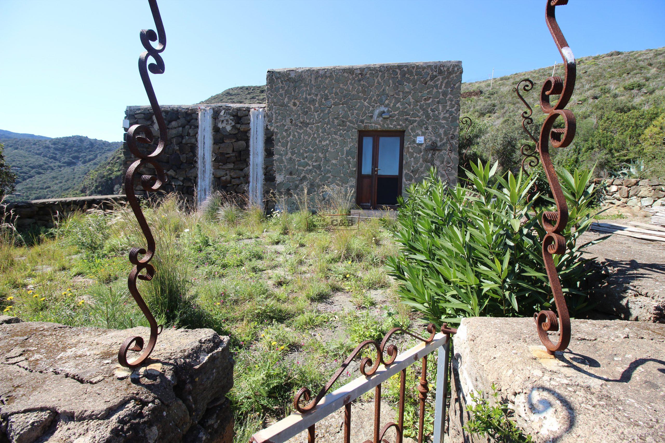 Pantelleria perla nera del Mediterraneo