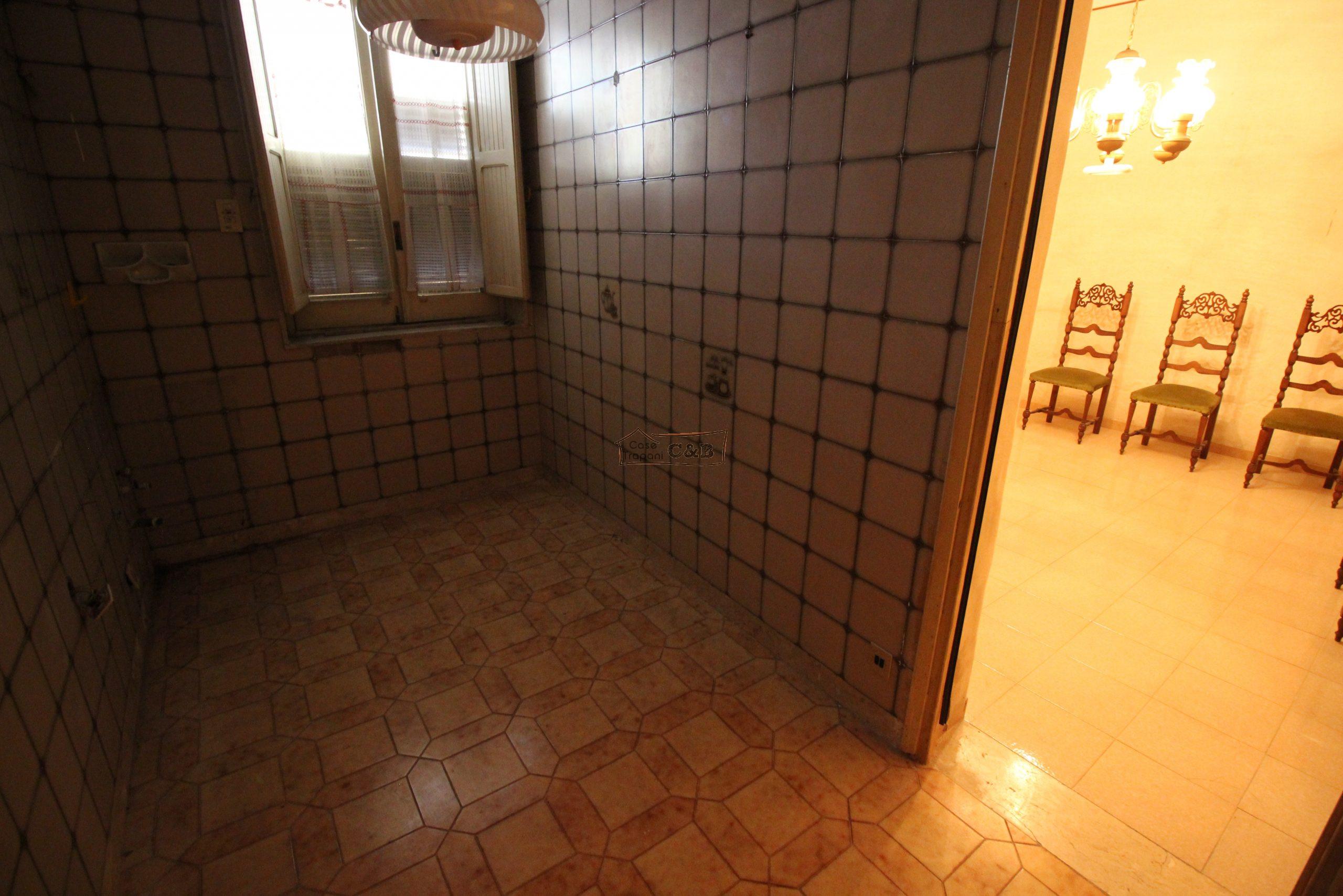 Appartamento da ristrutturare con terrazza esclusiva