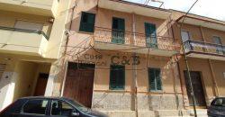 Appartamento con veranda da ristrutturare