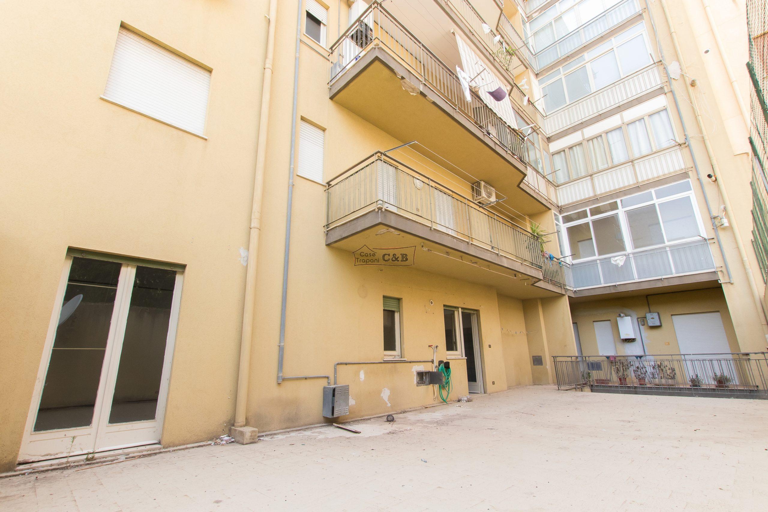 Quadrivani con veranda in Via A. Manzoni